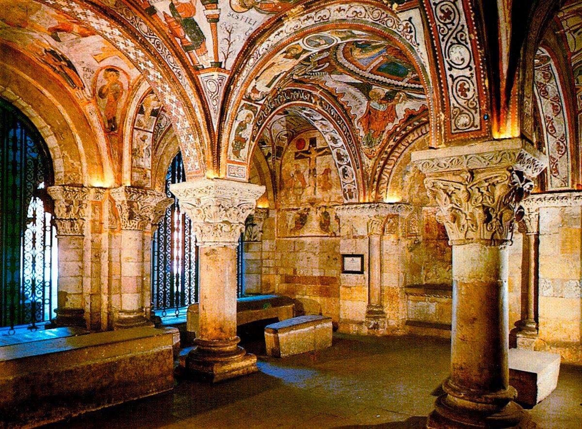@la2_tve Y ahora #SanIsidoro, impresionante basílica con un #PanteónDeLosReyes que es una maravilla, la #CapillaSixtina del #Románico