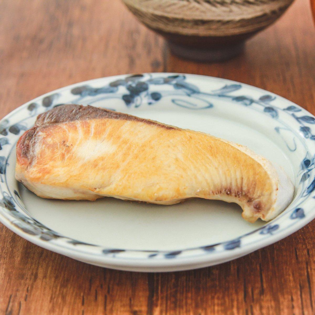 焼き魚をよくする人は覚えておくと良いかも!焼く前に、ある物を振り掛けると魚の生臭さが和らぐ?!