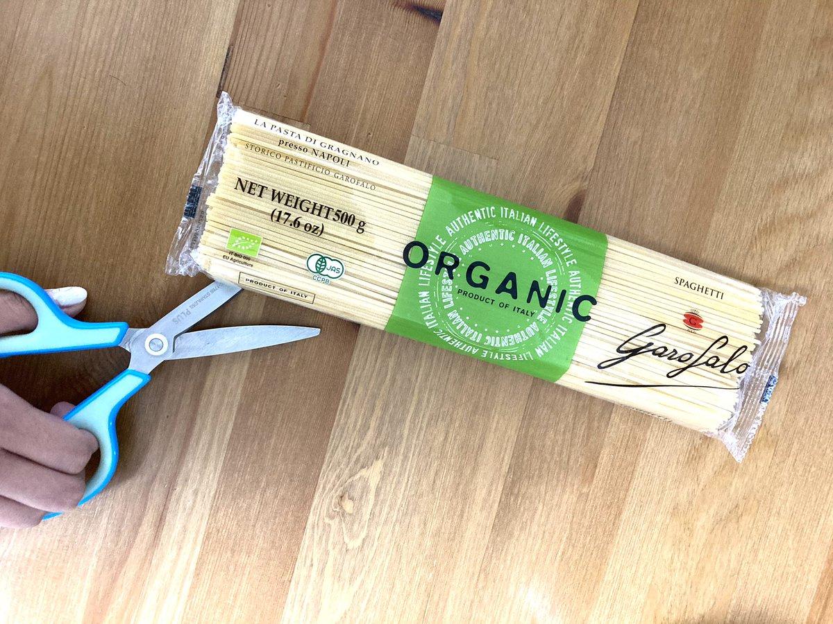 切り方ひとつで、とっても便利に!パスタの袋を開封するときはこうすると良い!