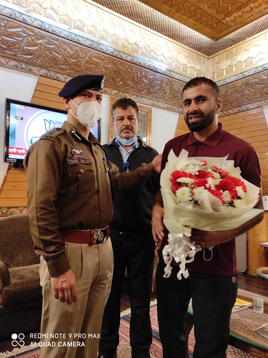 Adil Teli after completion of Kashmir to Kanyakumari journey
