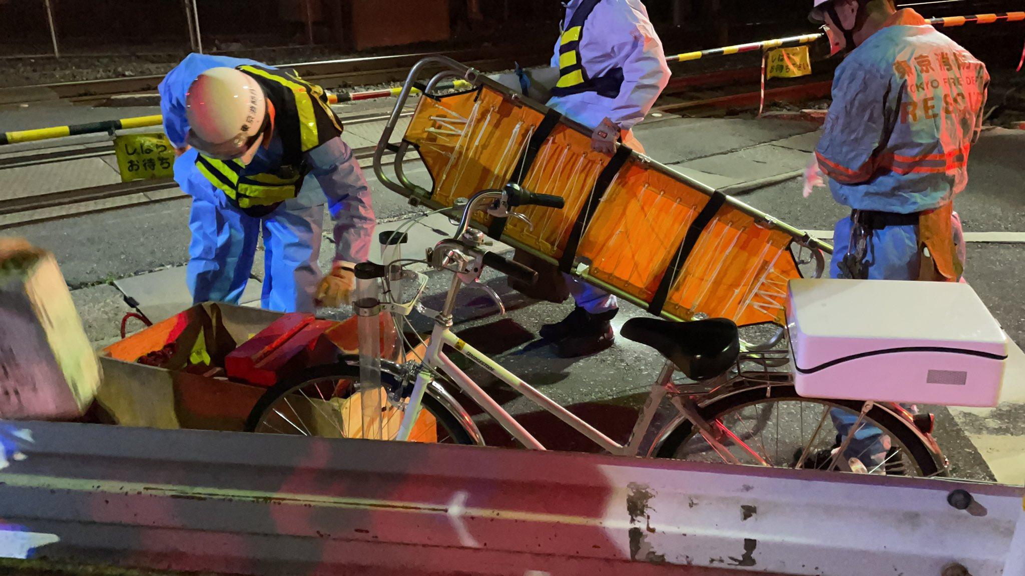 宇都宮線の尾久駅~赤羽駅間の人身事故で救護活動している画像
