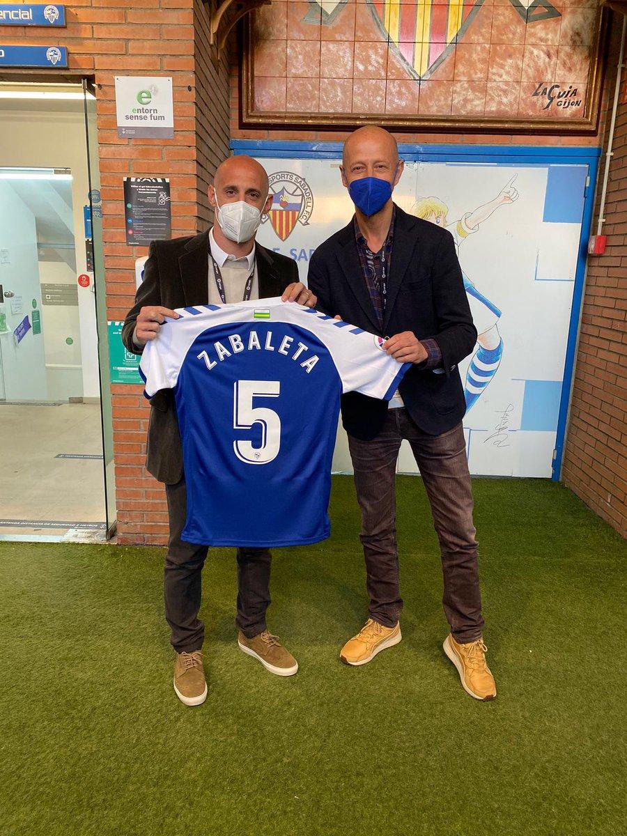 🏟️ La Nova Creu Alta va rebre una visita especial 👀  🇦🇷 L'exfutbolista internacional Pablo Zabaleta va presenciar l'empat a 2 del derbi #SabadellGirona  👋🏼 Un placer compartir con vos, @pablo_zabaleta  #SentlOrgullArlequinat https://t.co/7CvJBbcQJN
