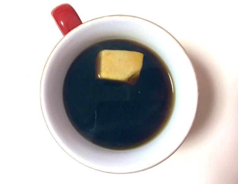 確かに似てるかも?角砂糖だと思ってコーヒーに入れてしまったのは、あの食べ物だった・・・!