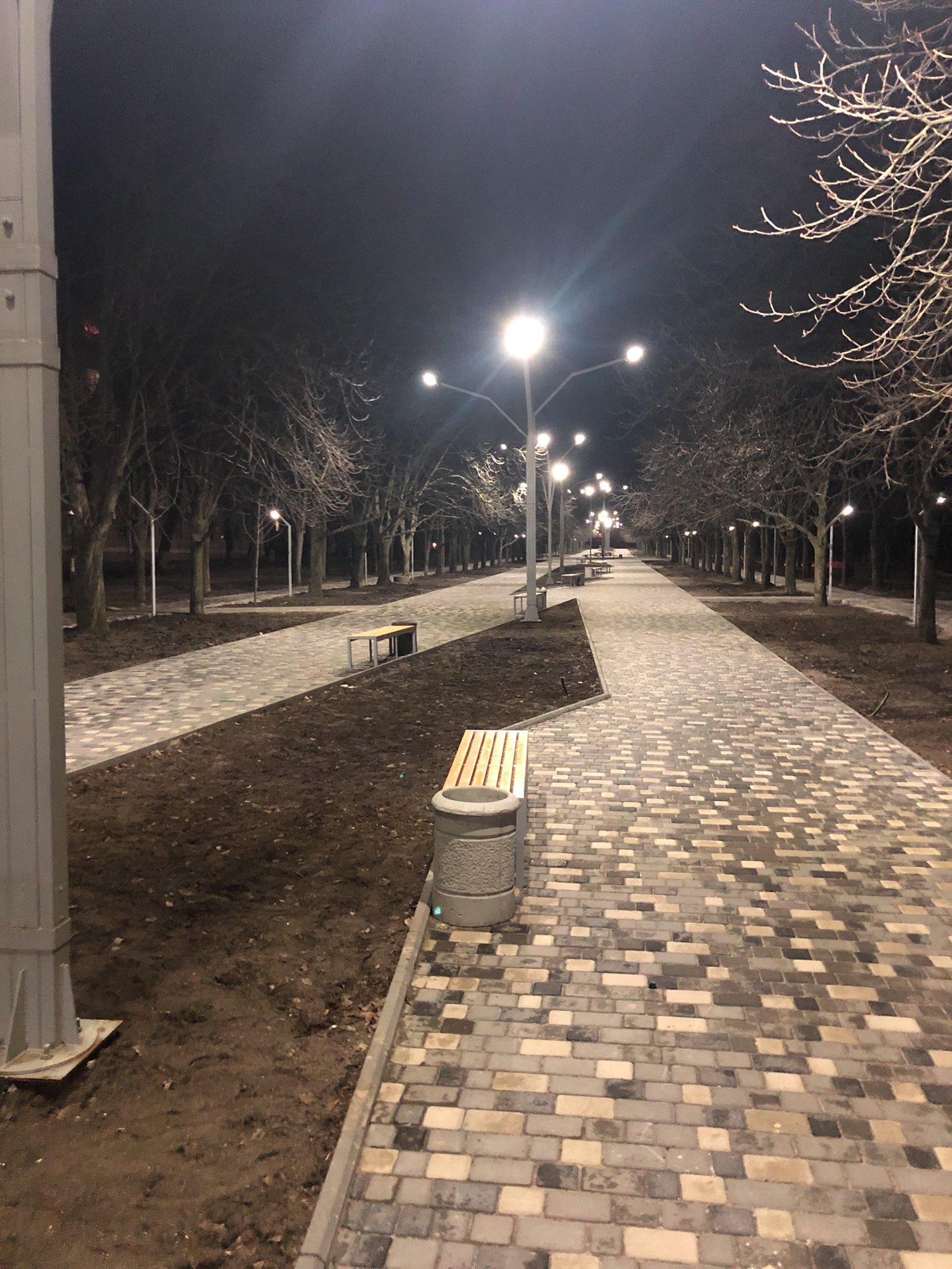 Як виглядає нова Каштанова алея в Нікополі у ночі?