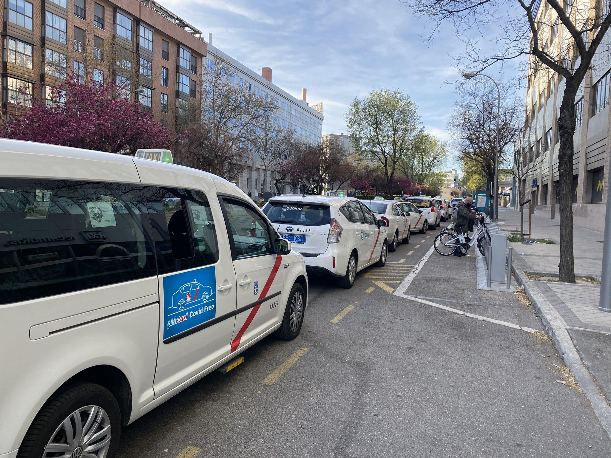 Carril bici provisional Méndez Álvaro Taxis