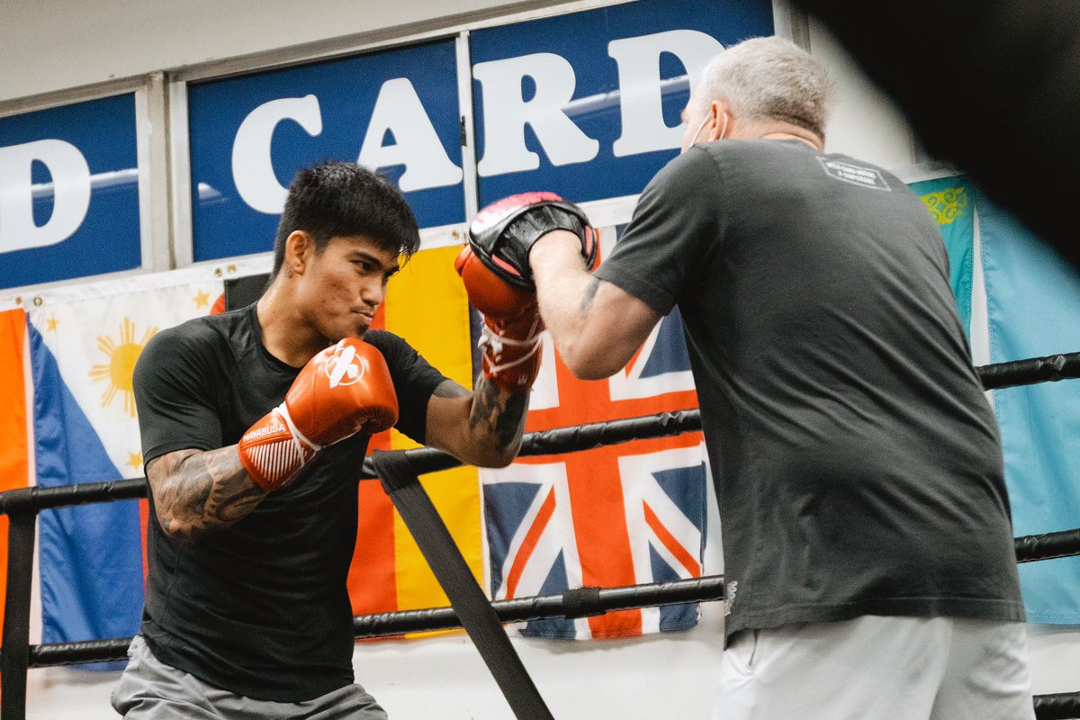 Mark Magsayo's working hard to be ready for his fight on April 10th @markmagsayo_MMM #TeamMagnifico @MannyPacquiao @WildCardBoxing1 @KnuckleheadSean @TGBpromotions @premierboxing @ShowtimeBoxing #fightdate #wildcardboxing #boxing #family #boxers #training #camp 📸@OsoProduction https://t.co/1T4ug9DOqK