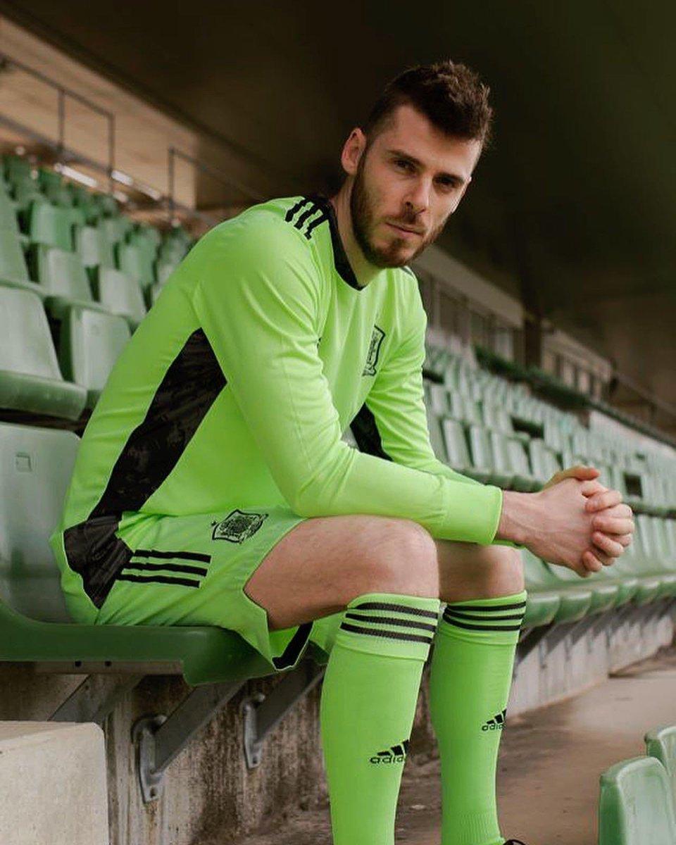 ¿Os gusta la segunda equipación de la #EURO2020 de @sefutbol  y @adidas_es? 😍🟢 🇪🇸 #SomosEspaña