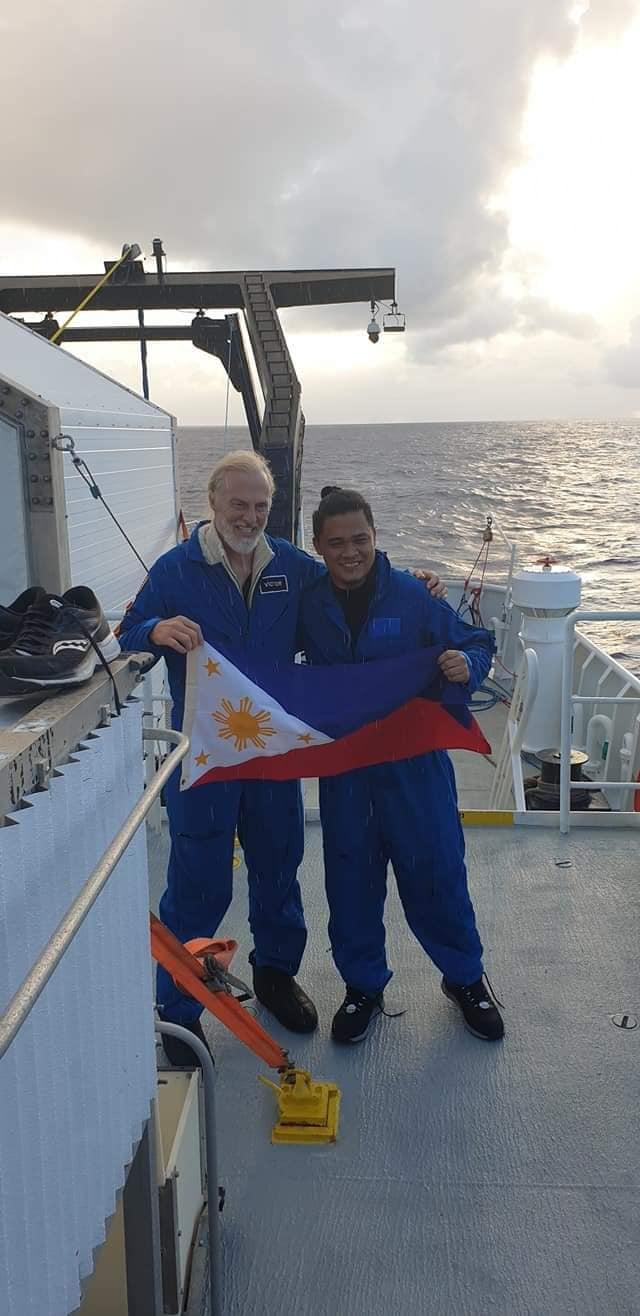 Filipino Scientist Finds Teddy Bear 10,000 Meters Underwater