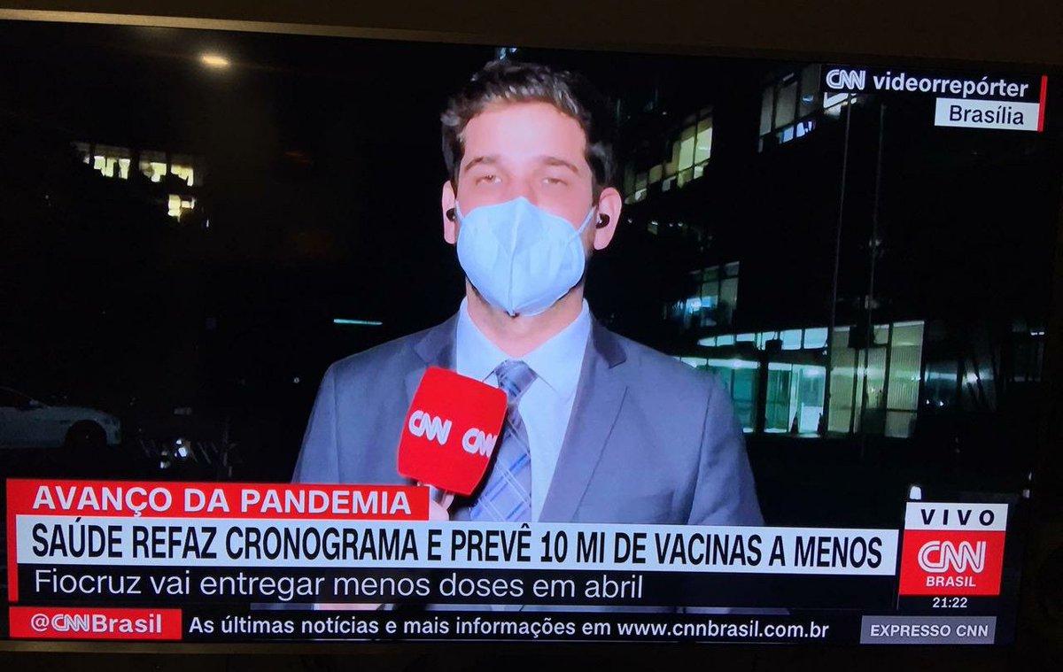 Bolsonaro mente na TV quando diz que defende a vacinação. Seu desgoverno vai entregar 10 milhões de vacinas A MENOS em abril. #ForaBolsonaro https://t.co/GkUV4KMJNw