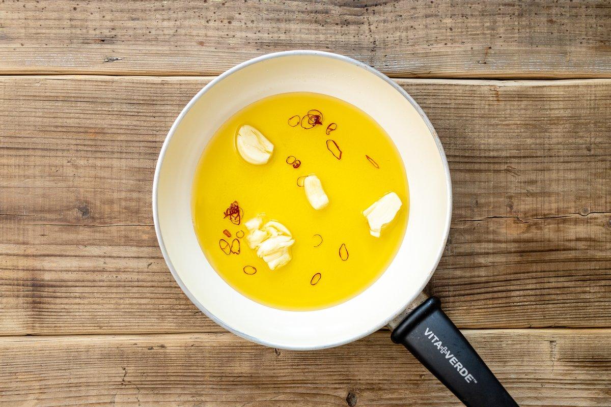 そのままでも美味しく食べられる!えのきのオイル煮のレシピ!