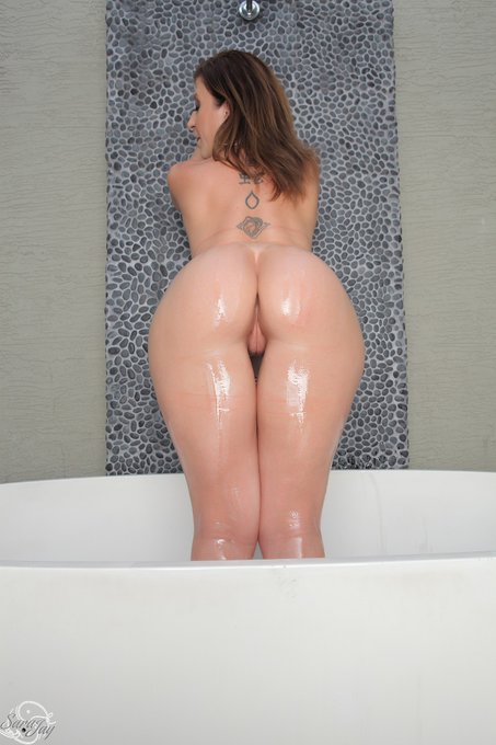 NEW UPDATE! Let me grab my big toy and jump in the bath tub and I can get naughty for you. Want to watch