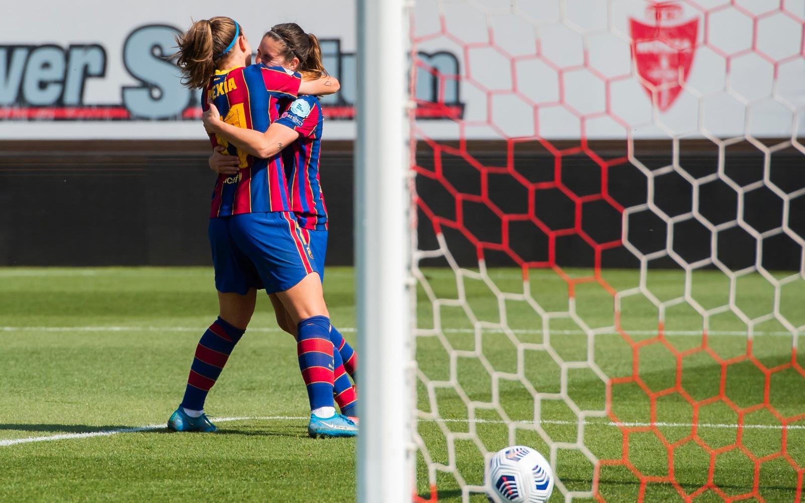El FC Barcelona F celebrando el segundo gol de penalti