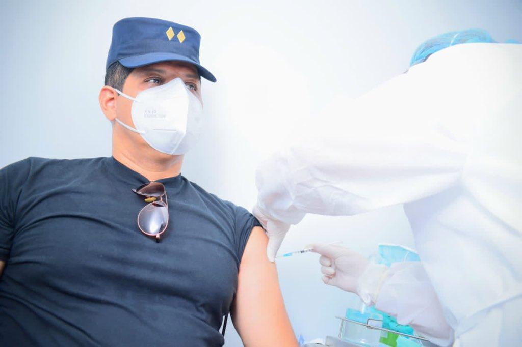 Ex presidente Funes: vacunar a maestros que vuelven a clases el 6 de abril