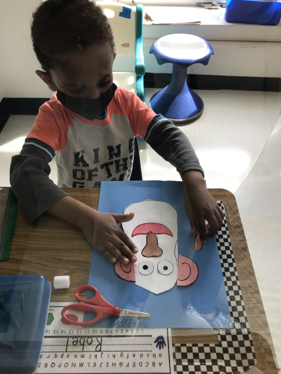 This week we learned about spring and our five senses. We used our eyes to play a spring hidden picture game. <a target='_blank' href='http://search.twitter.com/search?q=KWBPride'><a target='_blank' href='https://twitter.com/hashtag/KWBPride?src=hash'>#KWBPride</a></a> ⁦<a target='_blank' href='http://twitter.com/BarrettAPS'>@BarrettAPS</a>⁩ ⁦<a target='_blank' href='http://twitter.com/APSVirginia'>@APSVirginia</a>⁩ ⁦<a target='_blank' href='http://twitter.com/APS_EarlyChild'>@APS_EarlyChild</a>⁩ <a target='_blank' href='https://t.co/rmSYWFAYrg'>https://t.co/rmSYWFAYrg</a>