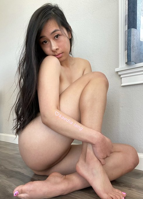 1 pic. hello i am naked https://t.co/hHmOPdyNOT