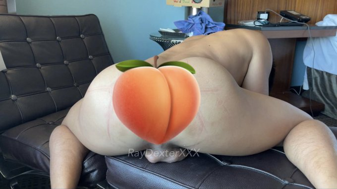 Juicy 🍑 at https://t.co/Rf6jDHt3a3 👅#HumpDayVibes https://t.co/lWeQElrKCA