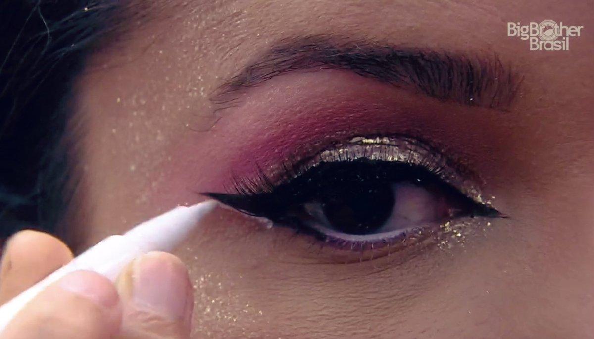 """Debs's tweet - """"a juliette é a influencer de maquiagem que eu preciso na  minha vida que perfeição """" - Trendsmap"""