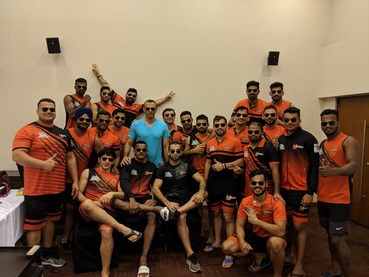 The 'Aviator' Gang! Can you guess which season of #VivoProKabaddi is this team from?  #UMumba | #MeMumba | #Mumboys | #ThrowbackThursday