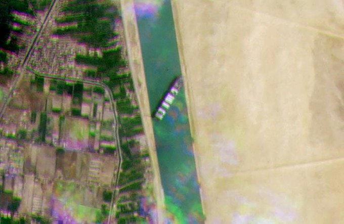 Lo Del Barco Atascado En El Canal De Suez (Vol.1: Origins) ExUOKXxWYAE0_hX?format=jpg&name=small
