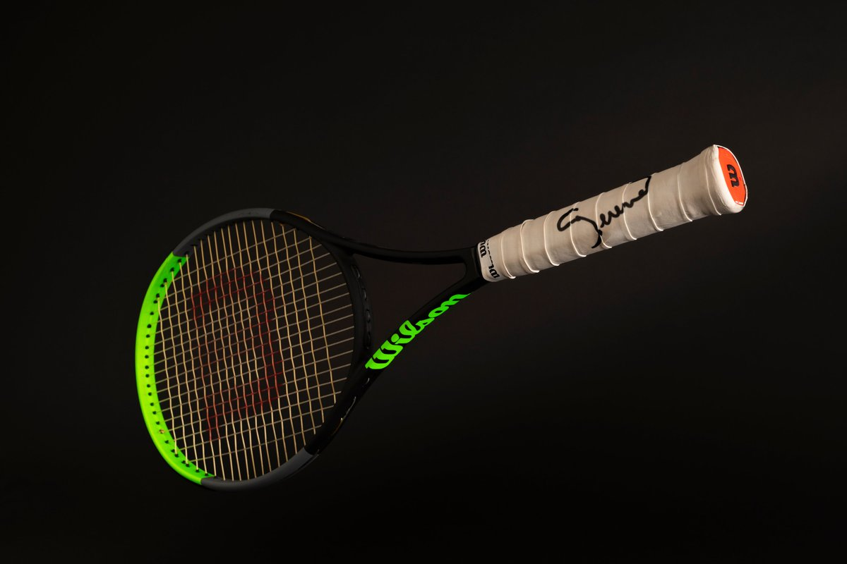 Calling all Serena fans 🚨  I'm giving away an authentic @serenawilliams signed racket! ✍️  To enter: • Follow me + mouratoglou_tennis_academy on Instagram • Tag 2 friends under this post 👉 https://t.co/hSdRw98O2L  Winner will be announced March 28th. Good luck! https://t.co/5zCDAhQita