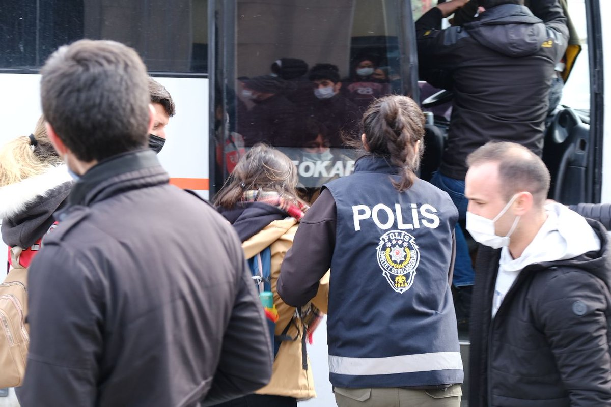 #thread :  What is going on in #Istanbul   #brutality #repression #antireport