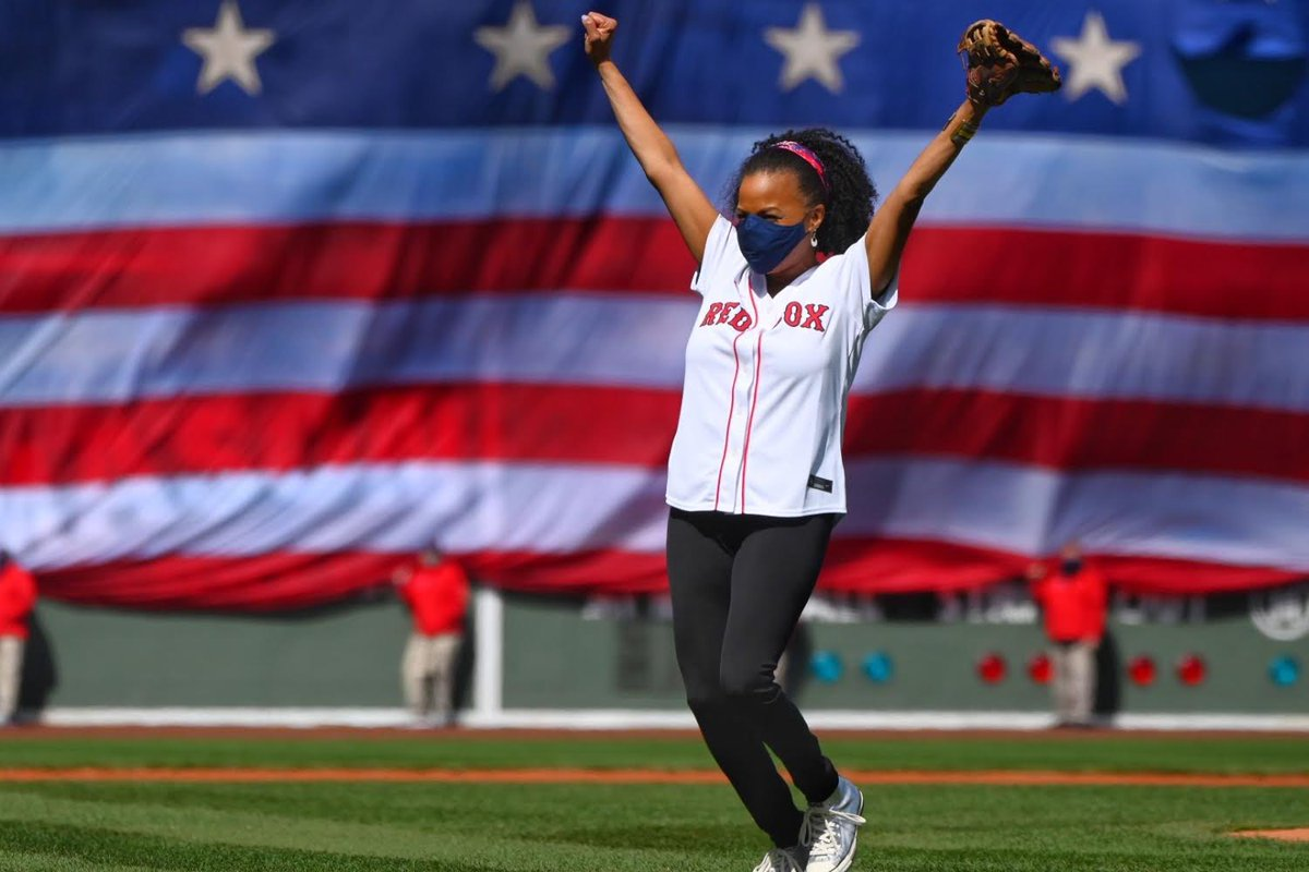 ⚾️ I was so thrilled to throw the opening pitch for the @RedSox. #OpeningDay #LetsGoSox https://t.co/xXQSlV63uD