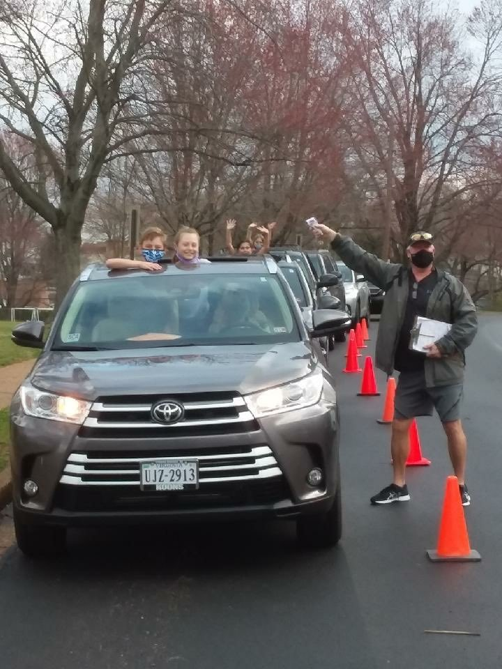 Mr. Gawrys and students were enjoying the weather during drop off this morning. Let's hope it stays for Spring Break! <a target='_blank' href='https://t.co/cNUZfZBZ37'>https://t.co/cNUZfZBZ37</a>