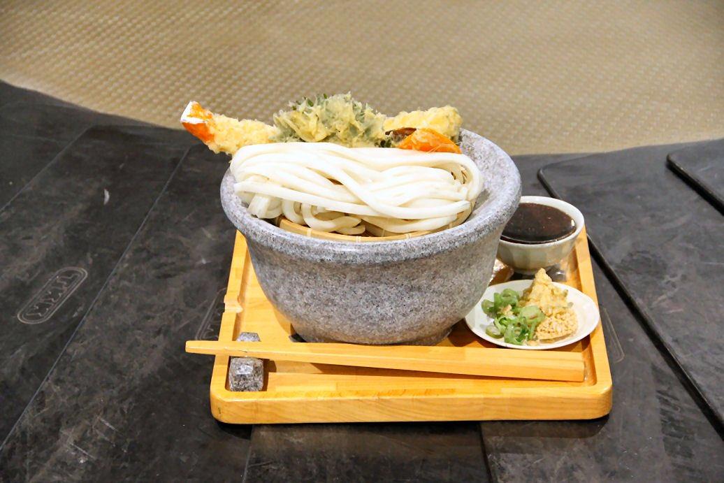 高松空港にはうどんが回ってくる!各地の食事事情が分かる?!
