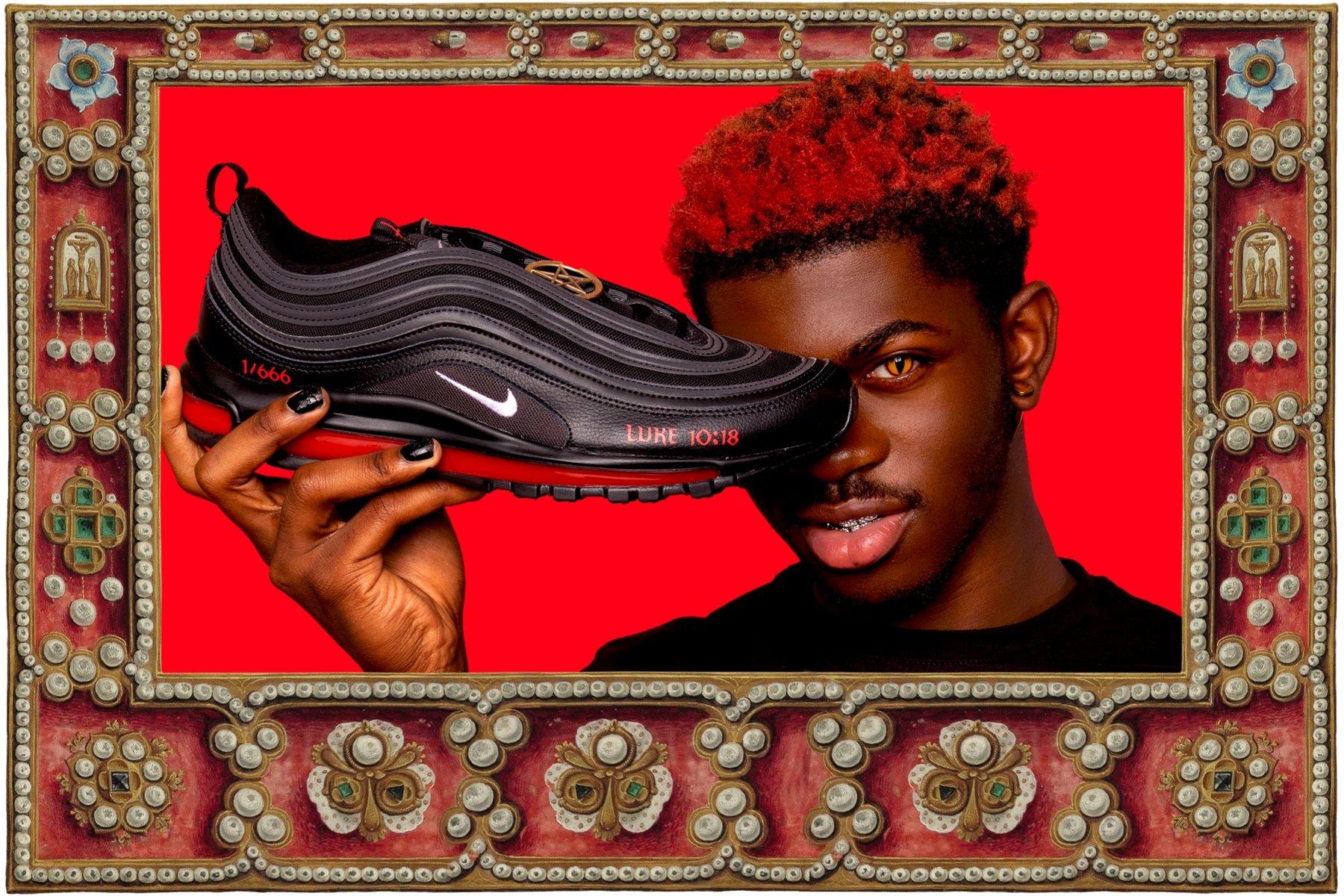 Satan Shoes: rapero lanza a la venta zapatos con sangre.
