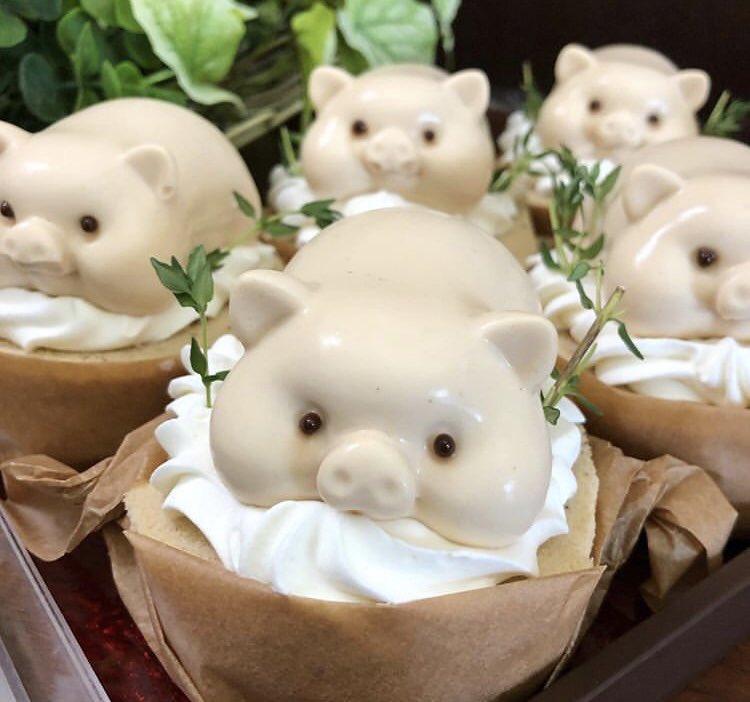 愛知県名古屋市緑区にある『パリジャンパーペチュアル』のケーキが話題!ロールケーキの上にのるブタのムースが可愛い!