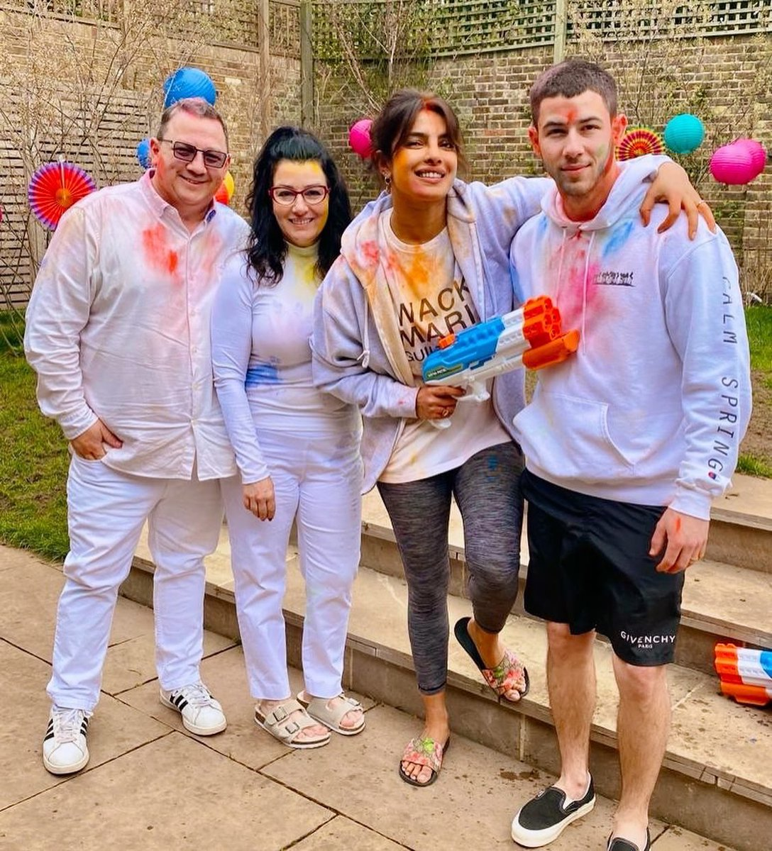 Holi, the festival of colours is one of my favourites 😘  Hope we can all celebrate it with our loved ones, but in our HOMES!  #HappyHoli everyone❤️
