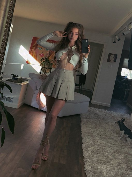 1 pic. Do you guys like this outfit? Yay or nay https://t.co/FAEaZKGDKE
