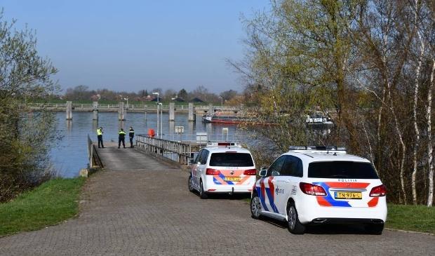 Misverstand op Tholen: te water geraakte auto blijkt oefenwrak van de brandweer  - ..