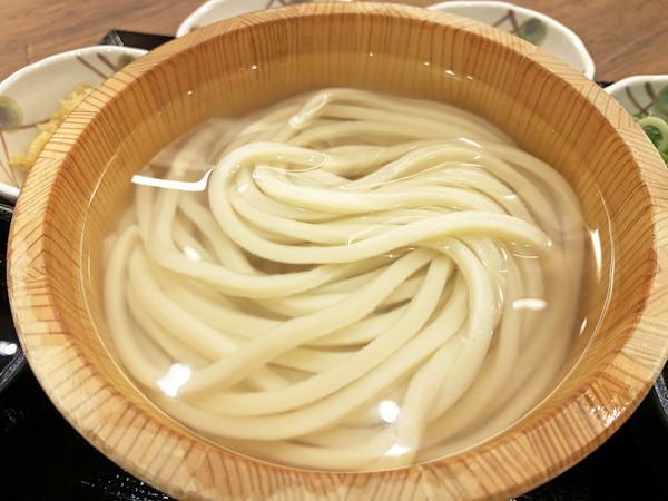 test ツイッターメディア -【激アツ】丸亀製麺の「釜揚げうどん」、4月1日と2日は半額以下に!https://t.co/UAHpdAthEU「釜揚げうどん 並」は140円、「大」は200円、「得」は250円で提供される。記事内では、スタッフが美味しい食べ方を紹介している。 https://t.co/oi2nCHjz0I