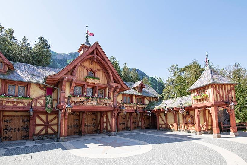 東京ディズニーランドから嬉しいニュース!本格的な屋内シアター『ファンタジーランド・フォレストシアター』がオープンで話題に!