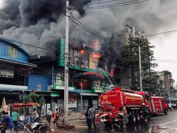 """Wai Yan's tweet - """"Kyeemyindaing, Yangon Region : The fire started at  around 5am this morning at the Star Cinema near Kyeemyindaing. The fire was  extinguished at about 7:45 p.m. #WhatsHappeninglnMyanmar #Apr15Coup """" -  Trendsmap"""