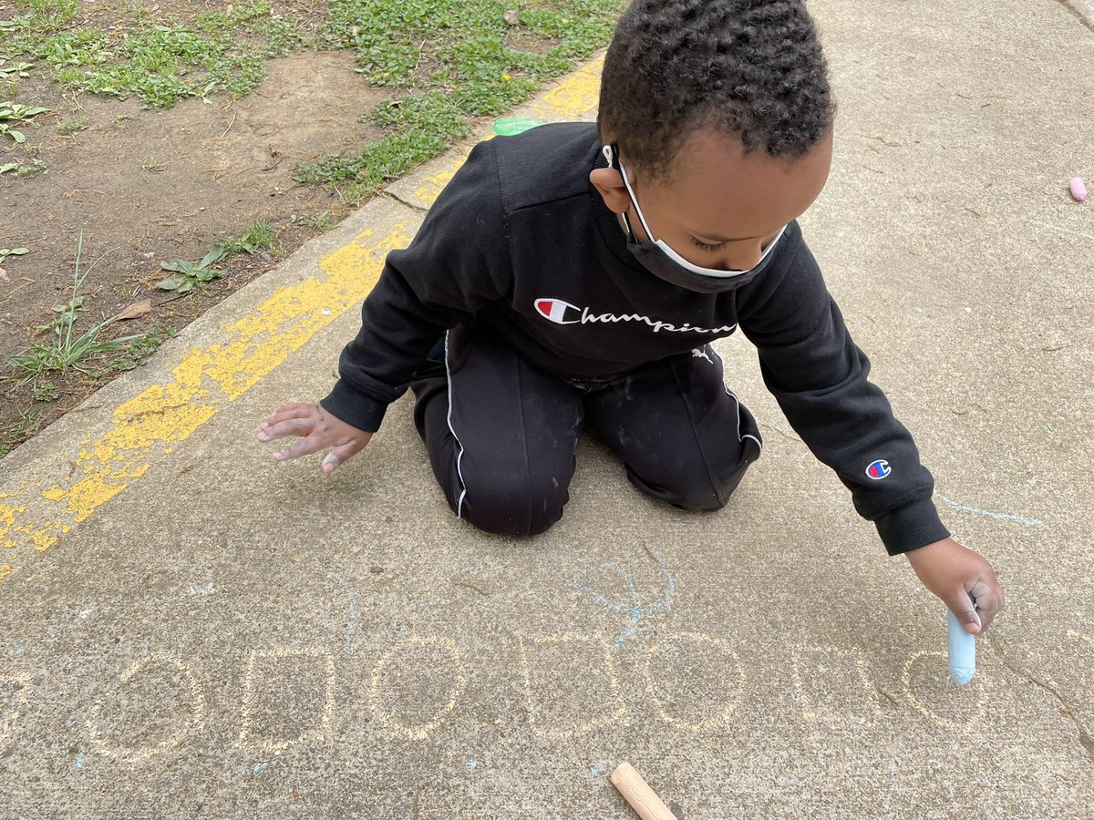 Creating color and shape patterns with sidewalk chalk! <a target='_blank' href='http://search.twitter.com/search?q=KWBPride'><a target='_blank' href='https://twitter.com/hashtag/KWBPride?src=hash'>#KWBPride</a></a> <a target='_blank' href='http://twitter.com/BarrettAPS'>@BarrettAPS</a> <a target='_blank' href='http://twitter.com/APS_EarlyChild'>@APS_EarlyChild</a> <a target='_blank' href='http://twitter.com/APSVirginia'>@APSVirginia</a> <a target='_blank' href='https://t.co/f3iIuGbbN1'>https://t.co/f3iIuGbbN1</a>