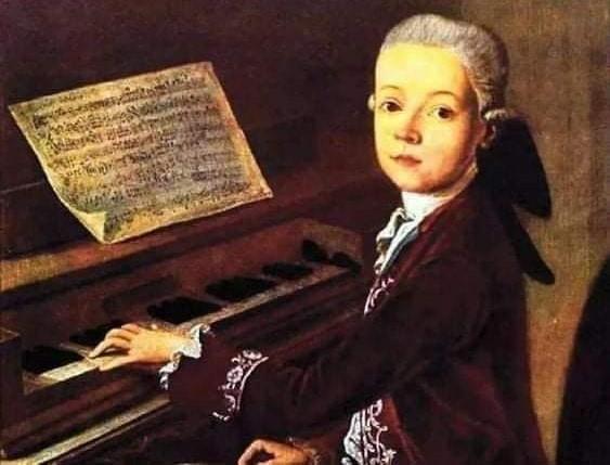 """#SabiasQue El """"Miserere"""" se compuso para solo ser cantada en la #CapillaSixtina durante semana santa y fue mantenida en secreto por más de un siglo hasta que #Mozart de 14 años, la escuchó una vez y la transcribió de memoria creando así la primer """"copia pirata"""" #DatoCurioso"""