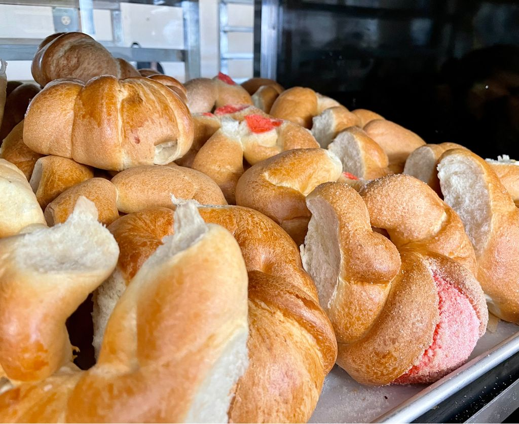 🥐🥐🥐 — #panaderia #panmexicano #pandulce #mexicanbakery #bakery https://t.co/axMwzdorUi