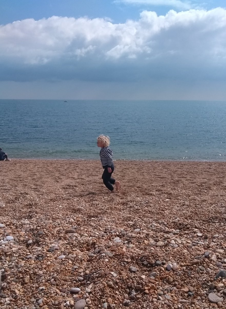 Dancing on the beach and counting tadpoles. Lovely little #momentsofjoy https://t.co/FMBQfXjBhe