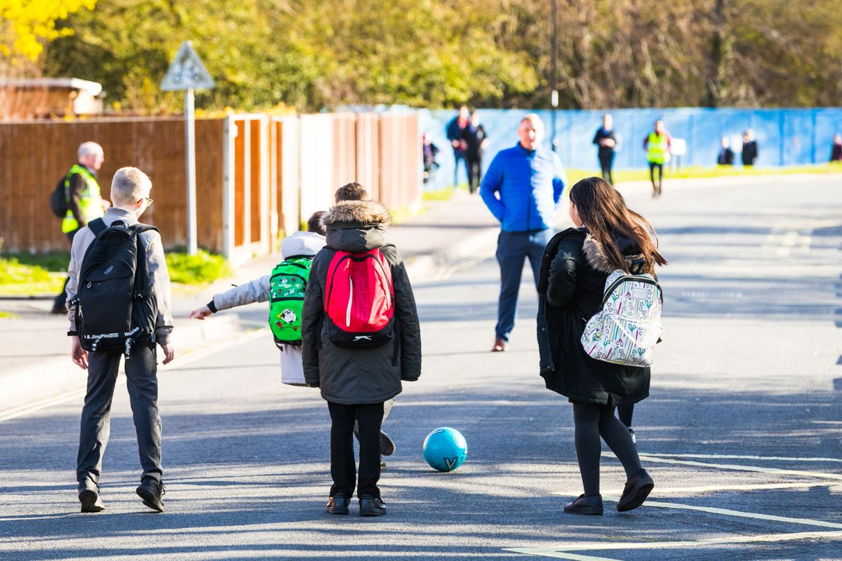 Our friends at @sustrans would love your help in #Bicester & #Oxford ! #SchoolStreets create a safe, welcoming and attractive environment where children, parents and teachers can walk, cycle, scoot or park and walk to school. More here 👇 https://t.co/ObD2D0RB5n