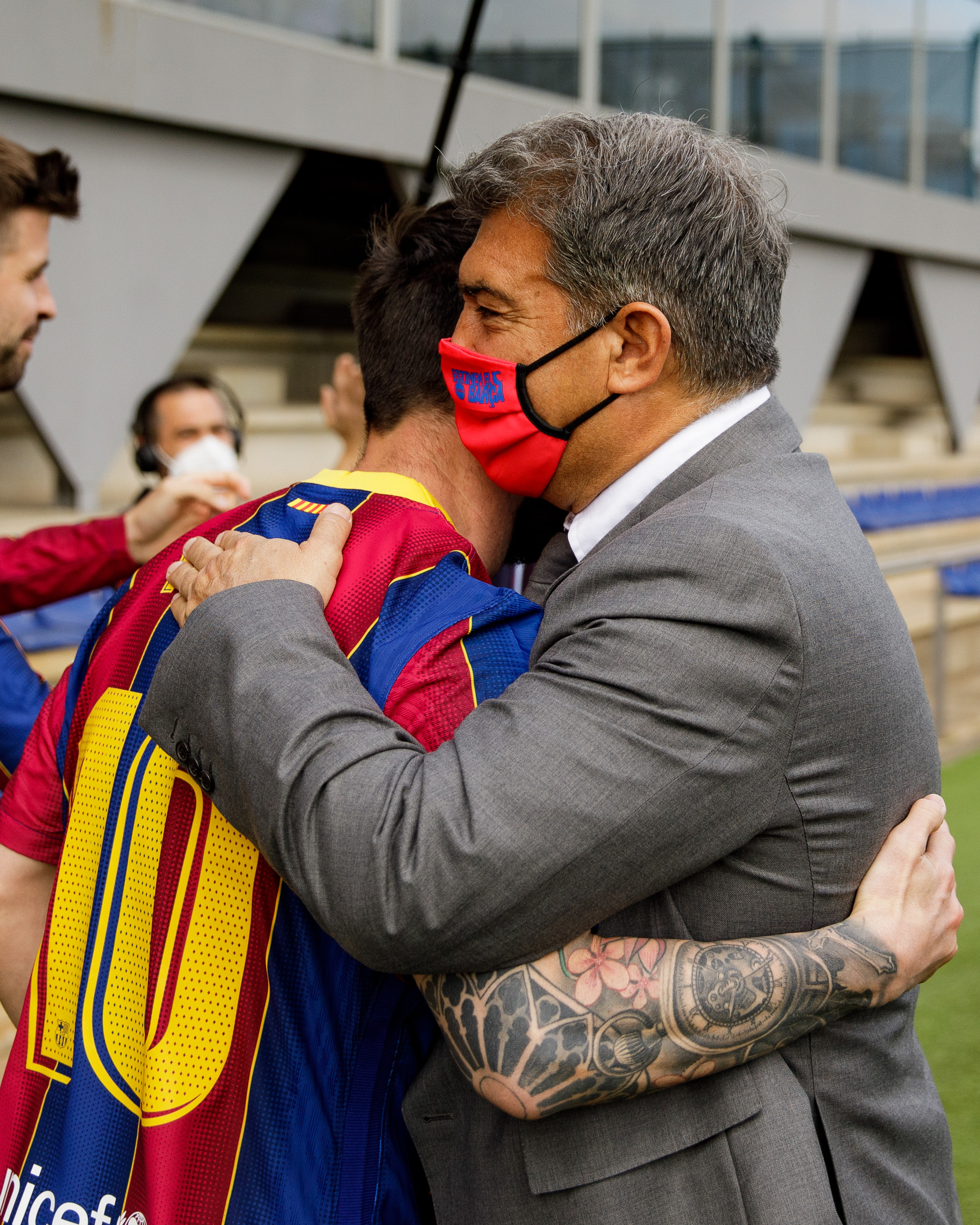 تحية لابورتا لنجوم برشلونة 1