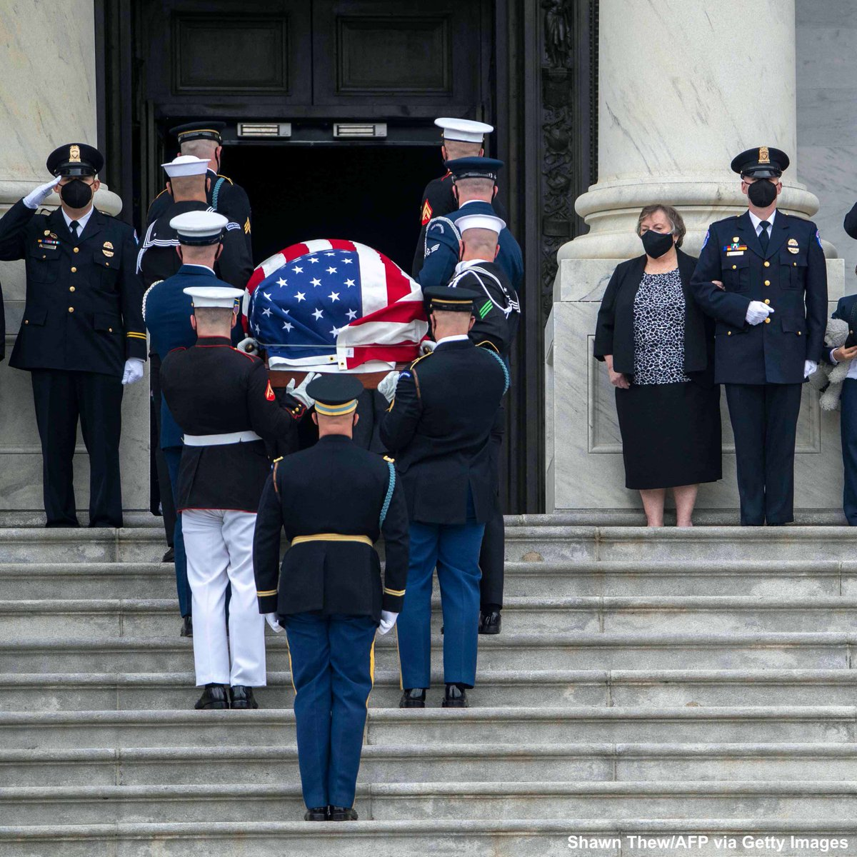 """Today, I paid my respects to @CapitolPolice Officer William """"Billy"""" Evans.   Ofc. Evans was a loving father who gave his life to defend the Capitol last week. We are humbled by his sacrifice, and grateful for his 18 years of selfless service."""