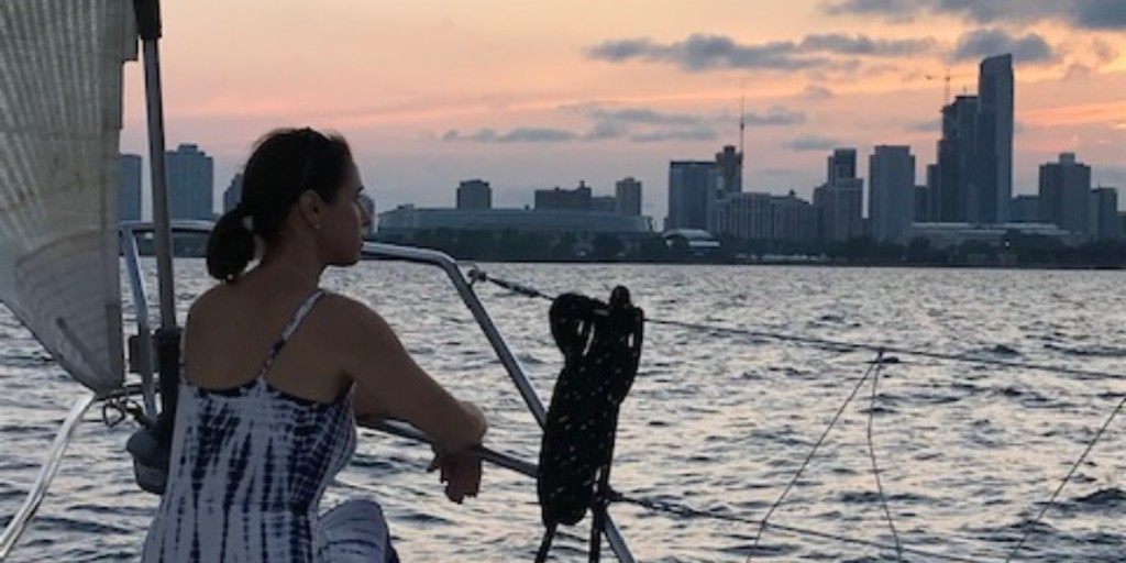 One local outdoor space our Director of Strategic Development, Jory Fitzgerald, loves to take advantage of is #LakeMichigan! Check out this photo of her from last summer, enjoying the beautiful #sunset, water, and skyline. #ChicagoSkyline
