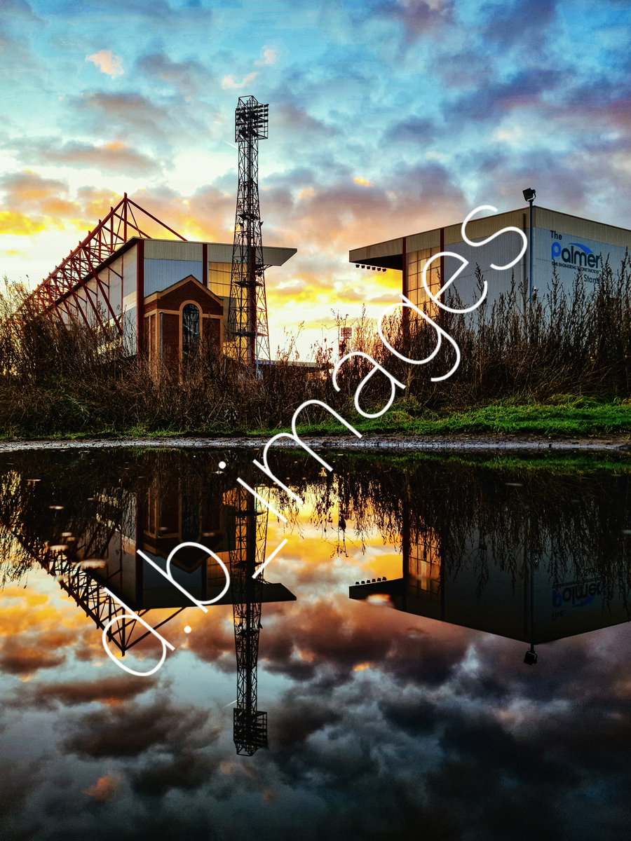 This on a canvas? 👀  Keep your eyes peeled over at RedBrick Retro. @IntqueStood   #barnsleyfc #bfc #barnsley #barnsleyphotographer #football #championship #Yorkshire #southyorkshire #sunset #footballimages #art
