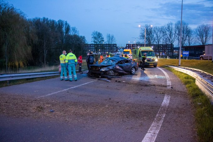 Twee gewonden bij ongeluk afrit A4 https://t.co/v0kKWieaa6 https://t.co/MHmIzMuUPv