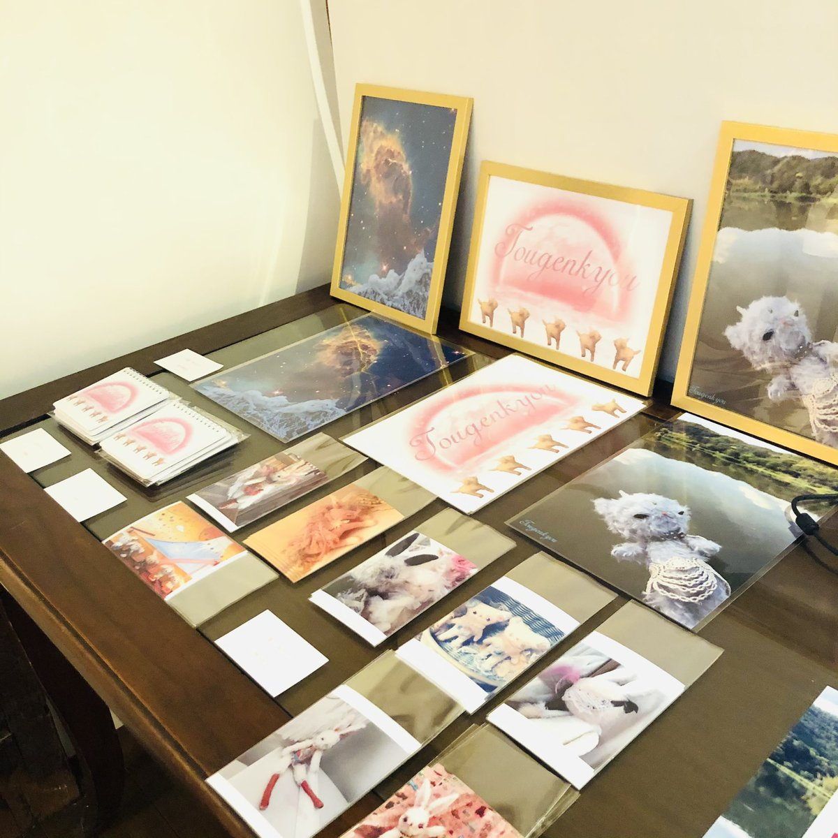 test ツイッターメディア - 本日個展2日目です❣️今回即売出来る物は過去作品の写真や狛犬ちゃんのノート、ダイアリーなどです☺️ダイアリーは4月始まりなので良かったらどうぞです☺️その他に夜店の様にその場で作ってるちょっとした手作りグッズもございますw  #桃源郷 #個展 #幻想世界 https://t.co/Vzg0NGVi6p