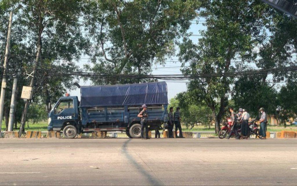 (#Yangon Division)in #Myanmar   Military thugs inspect the civilians properties near #HlaingTharYar Tsp Infantry at 8:30 am, Apr 14.  #Apr14Coup #WhatsHappeningInMyanmar @RapporteurUn @DrSasa22222 @SchranerBurgen1 @USAmbUN https://t.co/rWoKgt3PRY