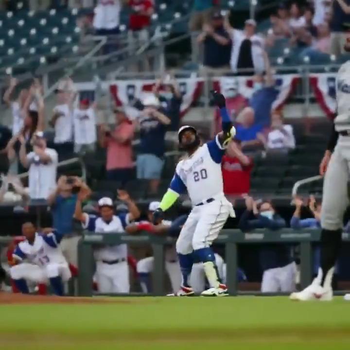 Hit the homer ➡️ Take the imaginary selfie 📸  (via @MLB) https://t.co/ILSgA5i3ZM