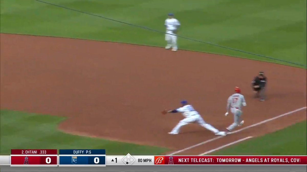 OHTANI HIT THE JETS 💨  Beat the throw for an infield single!  (via @MLBStats) https://t.co/7sPSS4LrAe